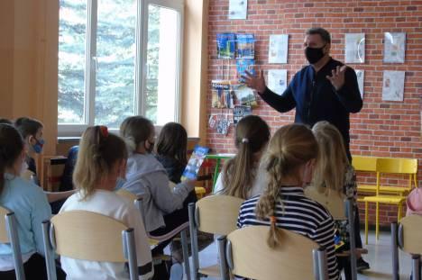 Zdjęcie z prelekcji w Szkole Podstawowej nr 3 w Dąbrowie Tarnowskiej
