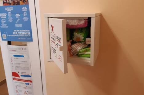 Zdjęcie szafki punktu pomocy okresowej